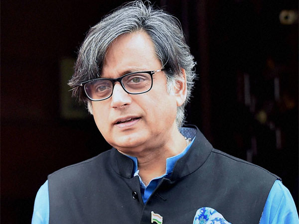 Tharoor Swaroopanand Baba muslim rule shashi tharoor