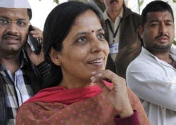 sunita kejriwal, lg