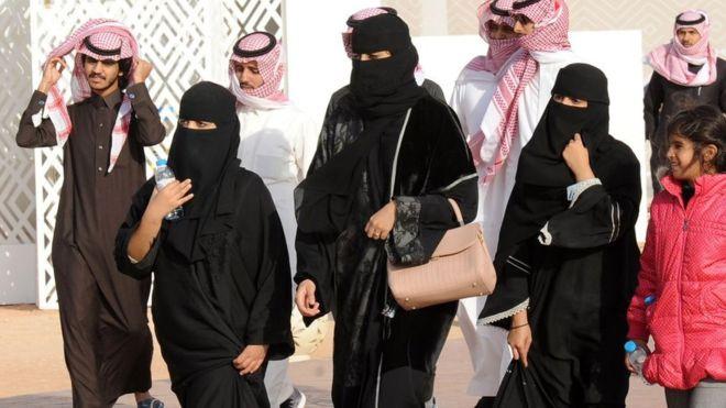 Saudi, women, abaya