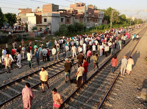 indian railways, walls