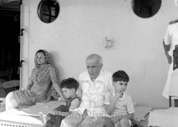 Rajiv Gandhi, INS Viraat