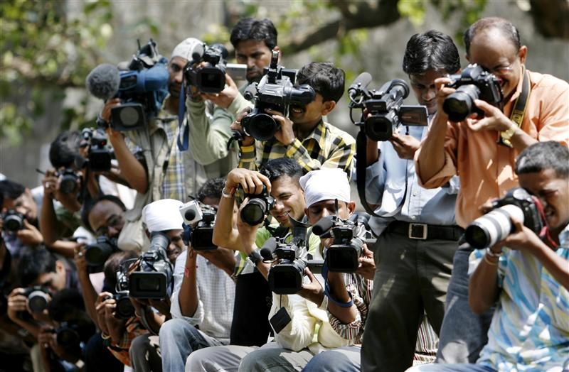 Photographers and video cameramen gather outside the special court in Mumbai May 18, 2007. The court on Friday commenced sentencing against the 100 people found guilty of involvement in the 1993 bombings in Mumbai which killed 257 people. REUTERS/Punit Paranjpe  (INDIA)