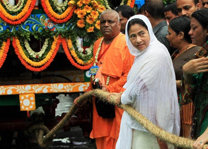 ममता बनर्जी दुर्गा पूजा